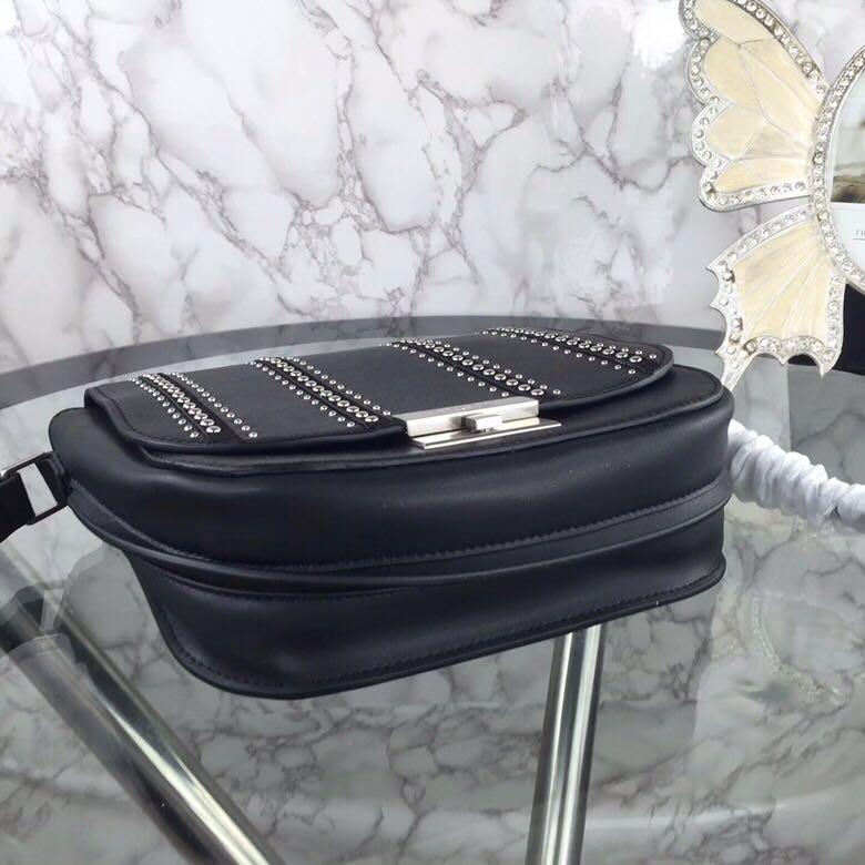 杨树林 新款BETTY铆钉款进口牛皮隔层斜挎包包 22.5x19x8cm