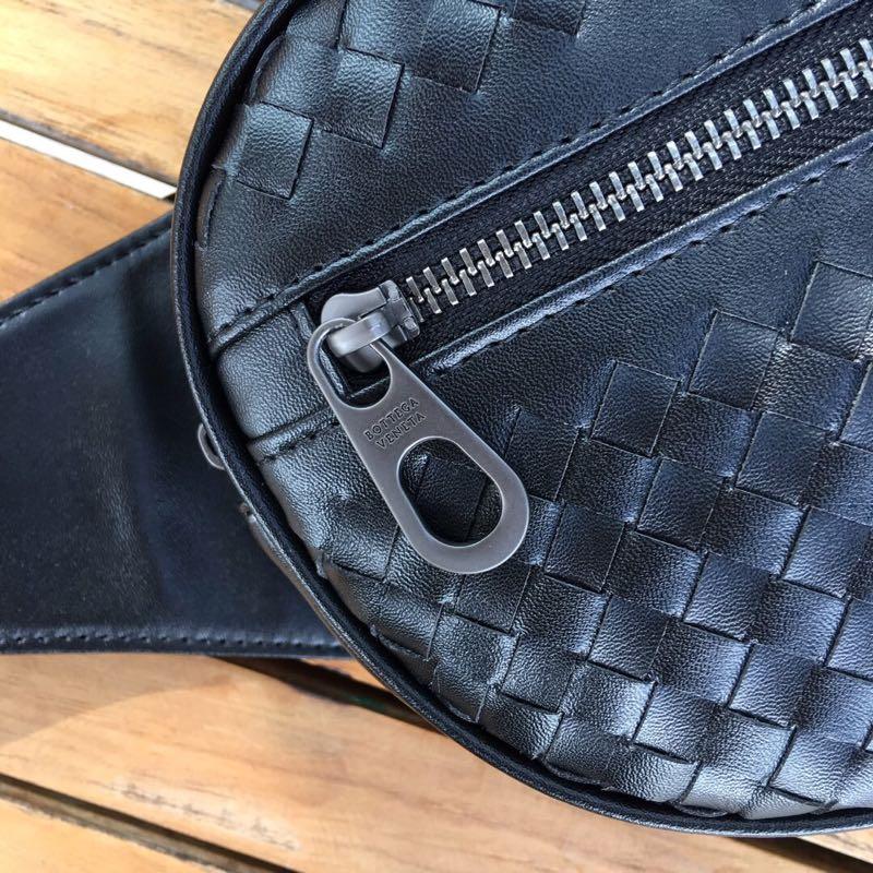 新款潮流男女通用款牛皮腰包 大空间斜挎胸包简洁实用百搭
