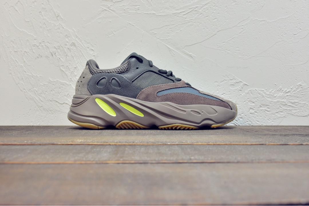 Yeezy 700v2 #慢工出细活,原纸板不断校队打造最完美鞋型 #原厂材料
